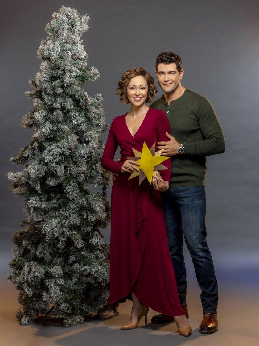 ChristmasUndertheStars_Julie_Nick_364G_RT.jpg