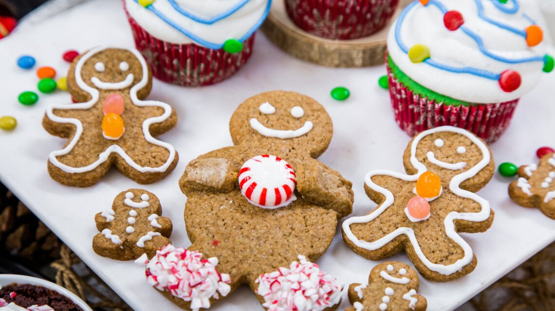 Foodstirs Organic Very Merry Gingerbread People Peppermint Candy Hug Cookies