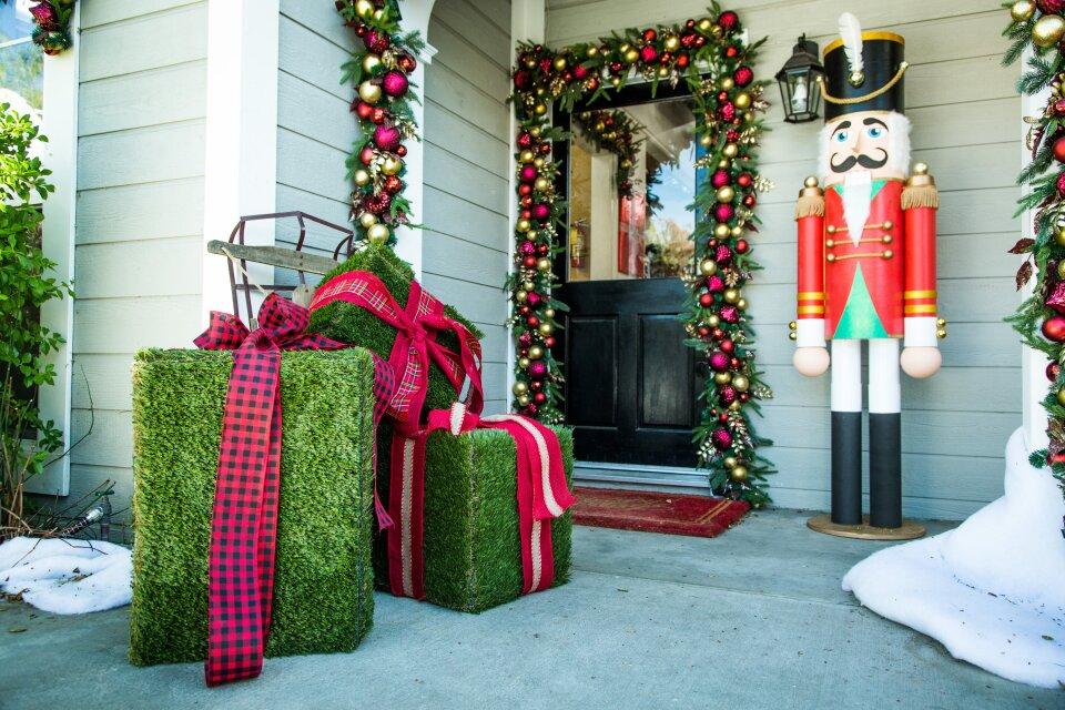 DIY Christmas Hedge Boxes