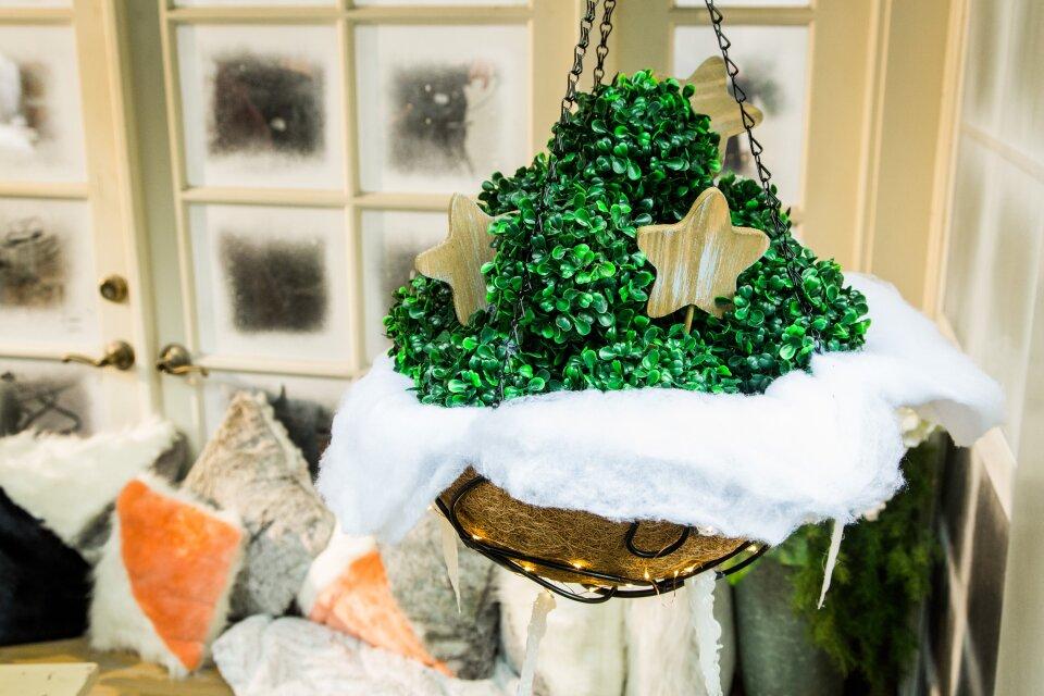 DIY Outdoor Hanging Winter Baskets