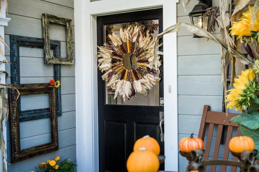 hf7019-recap-wreath.jpg