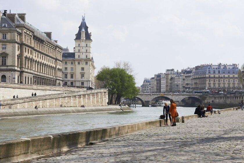 ParisWineandRomance_0125_CB.jpg