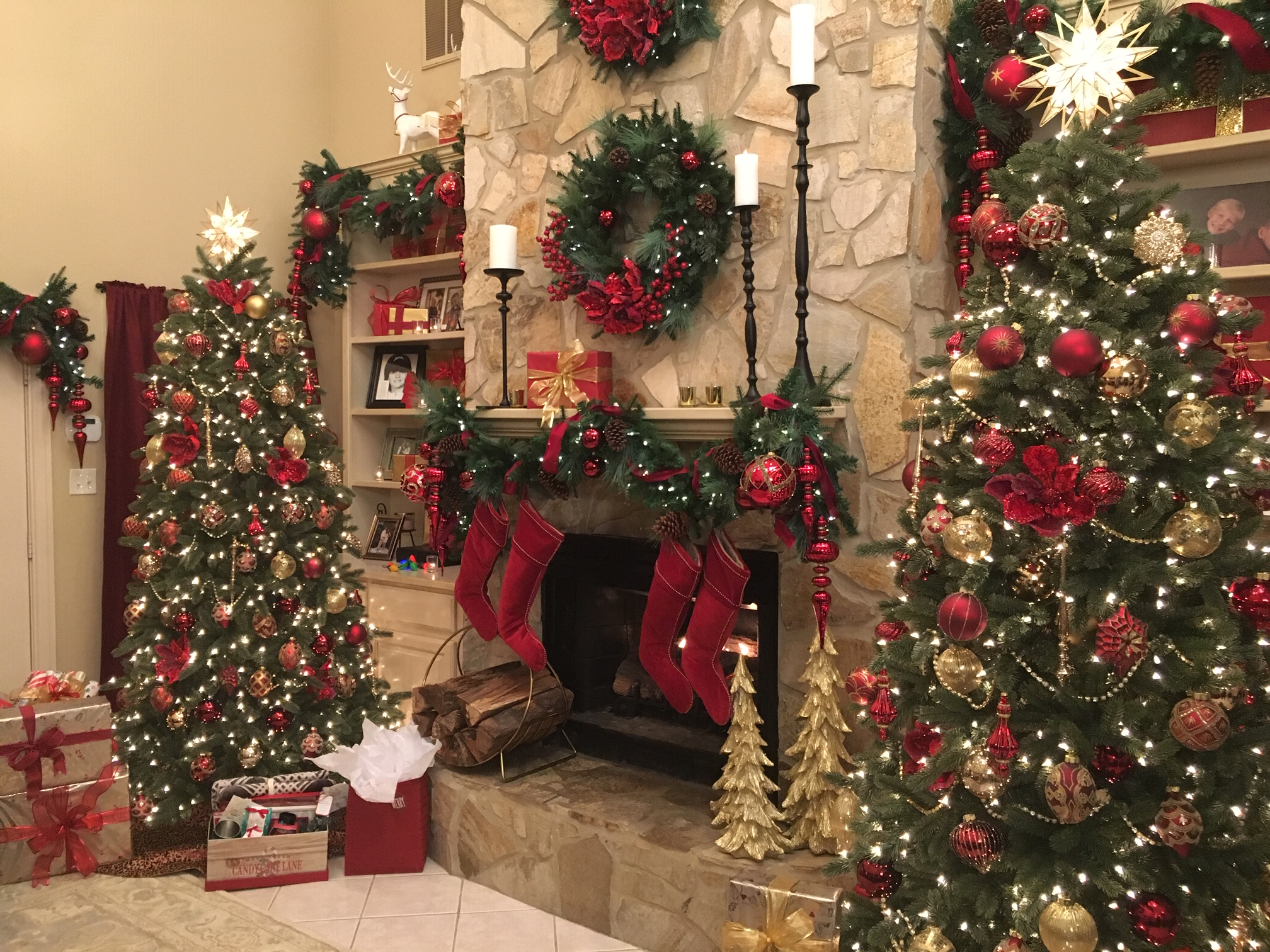Home Family S Dream Holiday Home Decorating Contest Home Family