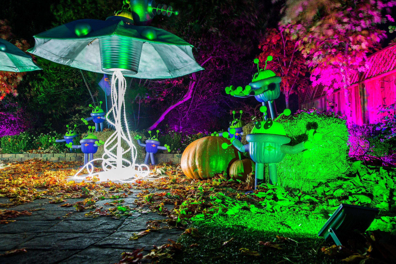 How To Diy Flying Saucer Invasion Pumpkins